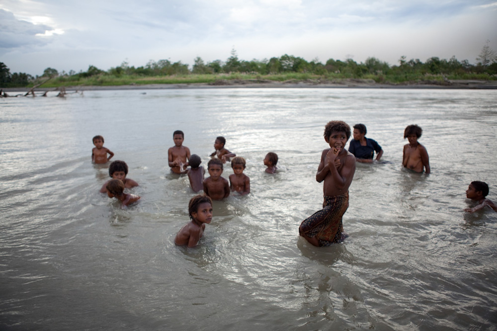 Swimming in the Lower Watut River, Apirl 2012, Jessie Boylan / MPI