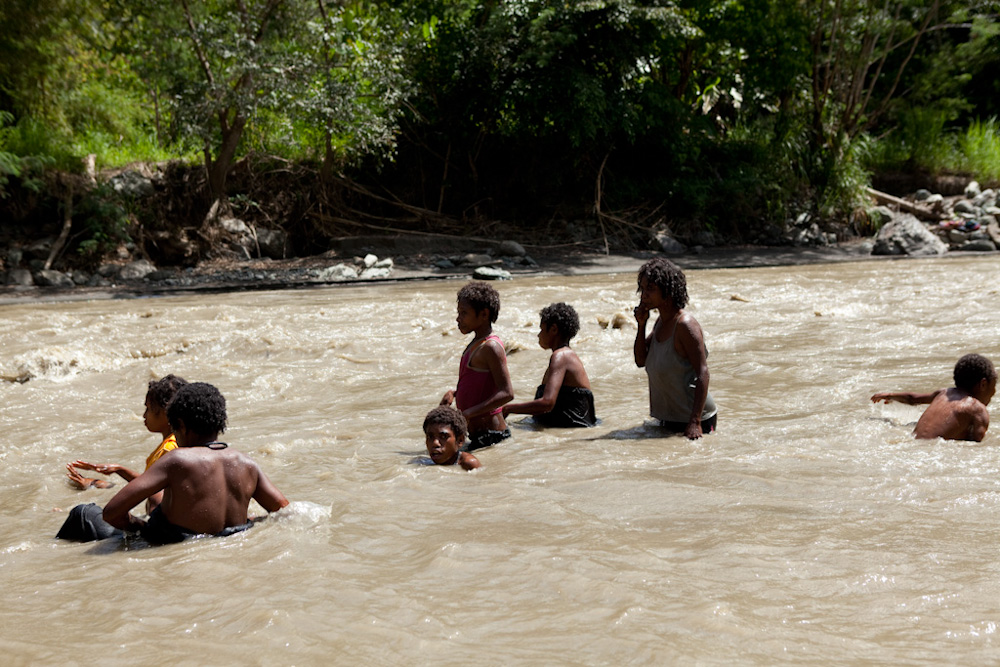 Women and children play in the Watut River, Kapin Village, April 2012 - Jessie Boylan / MPI